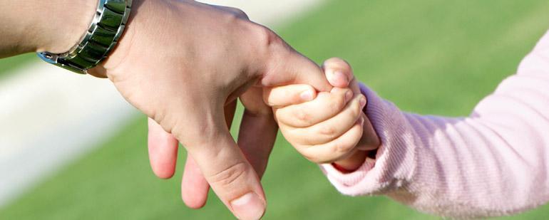 Опека и усыновление: принципиальные отличия