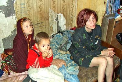 Органы опеки посетили неблагополучную семью