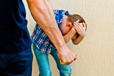 Отец замахнулся на сына