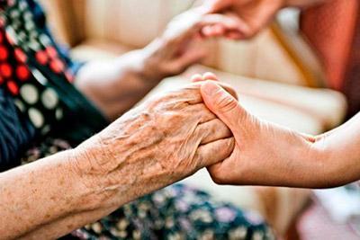Помогать пожилым