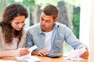 Семейная пара Собирает документы на усыновление
