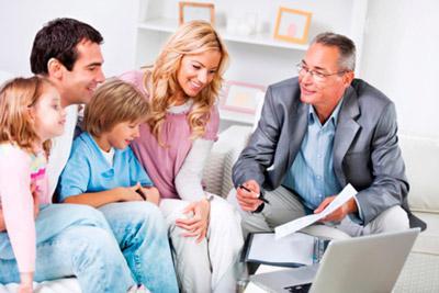Семья консультируется у юриста