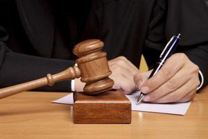 Судья заполняет документ
