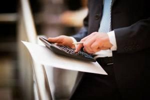 Юрист подсчитывает необходимые к уплате деньги