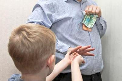 Отец не дает ребенку деньги