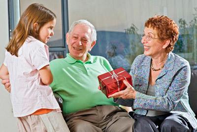 Подарить подарок внучке