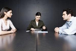 Юрист консультирует пару о разводе