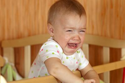 Годовалый малыш плачет