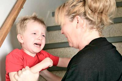 Избиение ребенка матерью