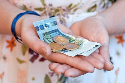 Девочка с деньгами