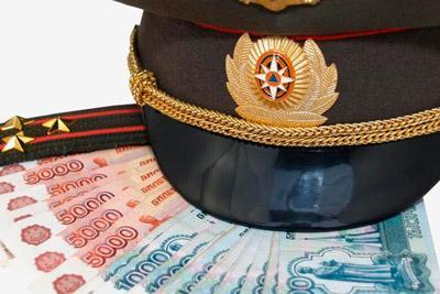 Военнослужащий платит алименты