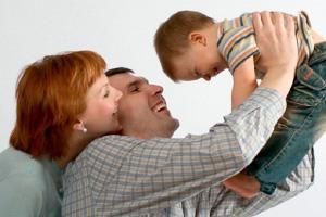 Родители несовершеннолетней мамы с ребенком