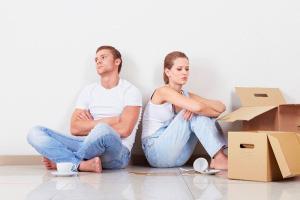 Бывшие супруги делят жилье