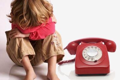 Ребенок у телефона