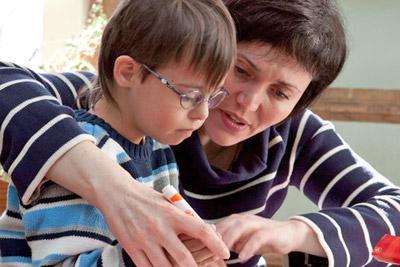 Ребенок занимается с мамой