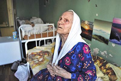 Бабушка на больничной койке