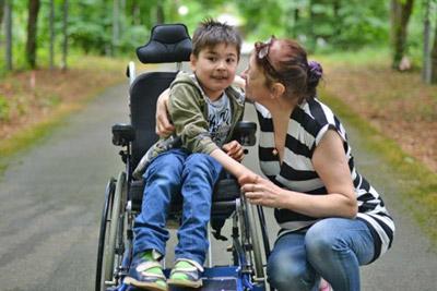 Ребенок-инвалид с мамой