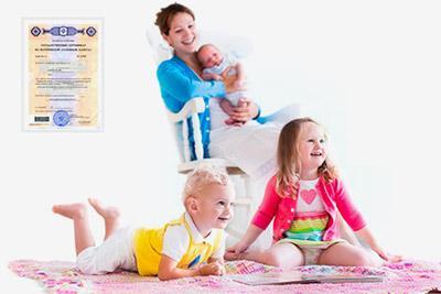 Мать с тремя детьми