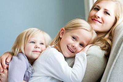 Мать с дочерьми