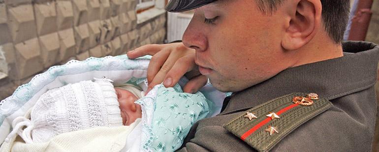 Дотации военнослужащим при рождении ребенка