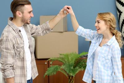 Молодой муж с женой