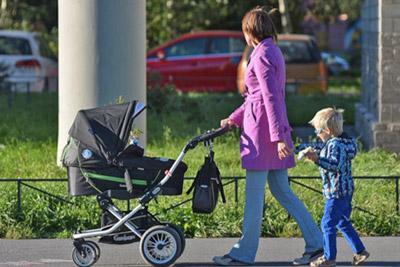 Дети с матерью