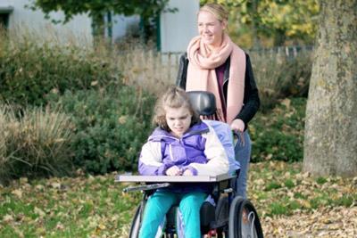 Мать с ребенком-инвалидом