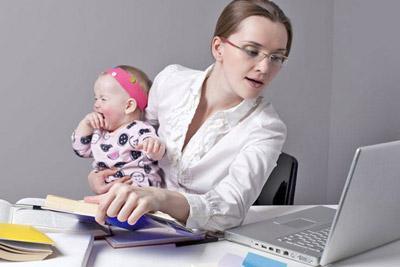 Ребенок с мамой на работе