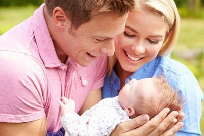 Родители с малышом